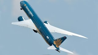 getlinkyoutube.com-Unbelievable Boeing 787 VERTICAL Take-off - Paris Air Show 2015