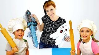 getlinkyoutube.com-МАЙНКРАФТ игрушки! Света и Адриан готовят мини-пиццы для Маши! Видео для детей!