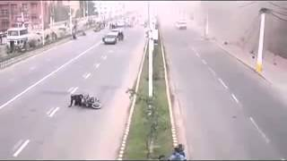 getlinkyoutube.com-Nepal Earthquake   CCTV footage  at a road in nepal 25 April 2015