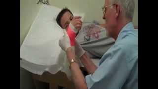 getlinkyoutube.com-Doctor makes kid cry! Full arm cast