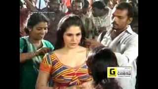 getlinkyoutube.com-Zarine Khan Hot