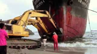 getlinkyoutube.com-Oil Tanker Orapin 4, Salvage Operation in Thailand