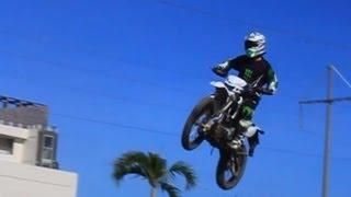 getlinkyoutube.com-Kawasaki KLX 150 on Circuit Sanur Bali