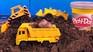 getlinkyoutube.com-Maisto Construction Set - PLAYDOH PLAY with construction toys dump truck forklift Paw Patrol Rubble