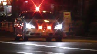 getlinkyoutube.com-覆面パトカーと自動車警ら隊の目の前で信号無視した違反車を猛烈な緊急走行で追跡し仕留める交通機動隊!熱いマイクパフォーマンスで停止命令の瞬間!Japanese unmarked patrol car