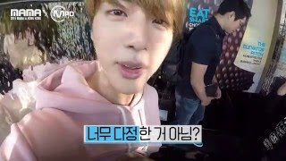 getlinkyoutube.com-[2015MAMAxMPD] BTS 진 생일축하 몰래카메라 Jin's surprise party 151210