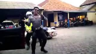 getlinkyoutube.com-Polisi Sambalado Tarik Mank :D
