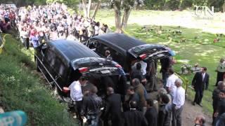 getlinkyoutube.com-Escenas del entierro de Monica Spear y Thomas Berry