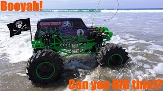 getlinkyoutube.com-RC Cars, Trucks and Tanks: 1/8 Scale Monster Jam Grave Digger at the Beach