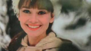 getlinkyoutube.com-Audrey Hepburn - Moon River