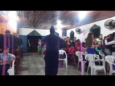 Pb. Paulo Lucas cantando Oração da Madrugada na Vila Block