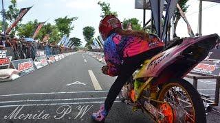 getlinkyoutube.com-Drag Bike wanita indonesia Monita Jogjakarta   indonesia drag bike girls