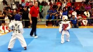 getlinkyoutube.com-Awesome 7 Year Old Taekwondo Sparring Match -