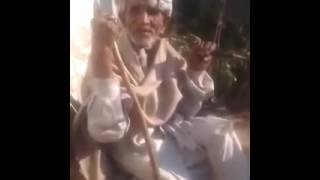 PAKISTANI BABA GIVING LIVE ABUSE new Funny clip 2016 width=