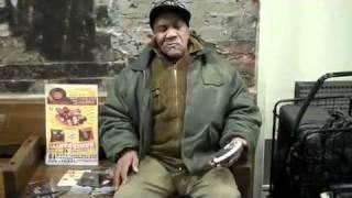 getlinkyoutube.com-Homeless Man Singin Better Than Most Artists Today! NEW HD