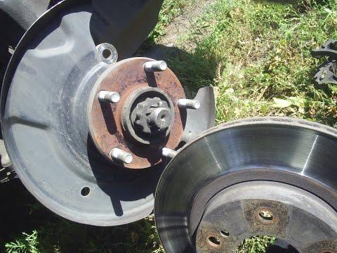 Пыльник тормозного диска за 2 бакса Ниссан Р11