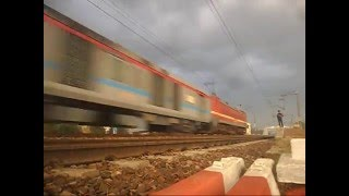 getlinkyoutube.com-130Kmph Treat!!Sampoorna Kranti And Poorva Express Doing MPS in Awesome Whether!!