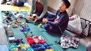 getlinkyoutube.com-벼룩시장에서 단비스 Toy 장난감을 판매하는 아이의 모습