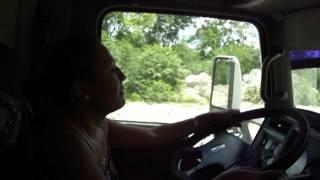 getlinkyoutube.com-mujeres manejando trailer