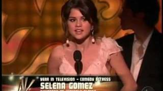 getlinkyoutube.com-Selena Gomez Wins an ALMA AWARD the BEST TV ACTRESS!!