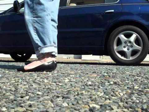 my loose toe cleavage Scholls walking outside 17Jul12a