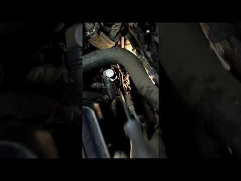 Шланг для промывки гидроблока и радиатора вариатора Nissan Qashqai 2.0 J11. Вид сверху.