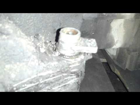 Mazda 323 F bg - проверка уровня жидкости в коробке