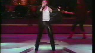 getlinkyoutube.com-Loverboy - Working For The Weekend - Live - Expo 86 Gala