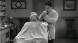 getlinkyoutube.com-Charlie Chaplin - The Great Dictator - Funny Barber Scene