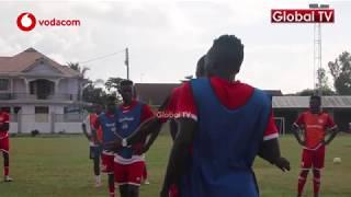 WAWA Akipewa Maelekezo na Kocha Masoud Mazoezi ya Simba width=