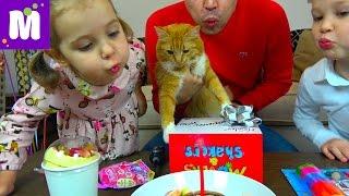 getlinkyoutube.com-День Рождения Кошечки Мурки 5 этажный дом и Кролик в подарок Макс и Катя съели Киндер для животных