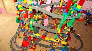 getlinkyoutube.com-NEW LEGO Duplo 11 level Train Circuit - Mega Buildings!