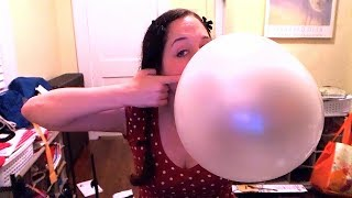 getlinkyoutube.com-Blowing giant bubble gum bubbles with a whole roll of bubble tape!
