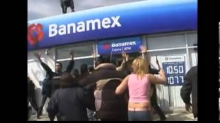 getlinkyoutube.com-IMPACTANTE ASALTO A UN BANCO