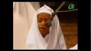 getlinkyoutube.com-مقطع يبكي الحجر طفل يقرأ القرآن بخشوع من سورة الحديد