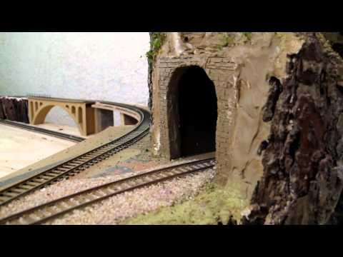 Maqueta de trenes HO  en construcción (SANTI)