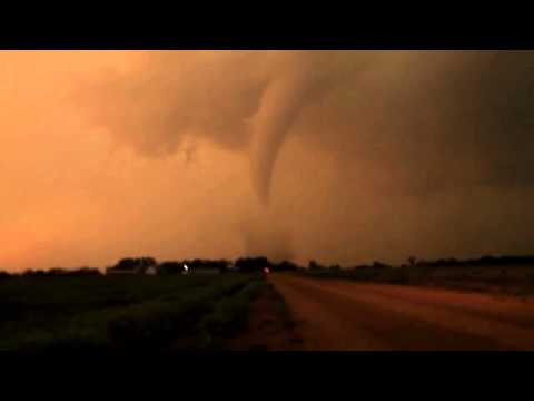 Footage Tornadoes Hit Plains, Midwest, Kansas, Oklahoma and Iowa #3)