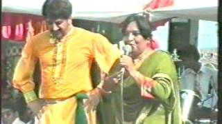 Raining of Rupees in Gurdas Maan Show