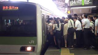getlinkyoutube.com-【過密】【混雑】平日朝に運転見合わせで超混雑の山手線新宿駅 Tokyo Busy JR Yamanote Line Shinjuku Sta.
