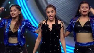 getlinkyoutube.com-Amruta Khanvilkar Filmfare 2016 Performance