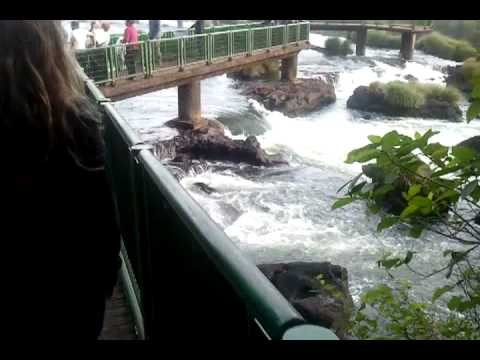 CAminando por las pasarelas brasileras de cataratas