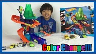 getlinkyoutube.com-COLOR CHANGERS CARS Hot Wheels Color Shifters Splash Science lab kids video Ryan ToysReview