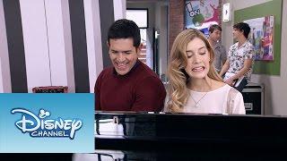 """Violetta: Momento Musical: Angie y Germán cantan """"Habla si puedes"""""""