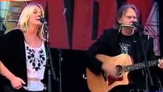getlinkyoutube.com-Neil Young & Pegi - Four Strong Winds (Live 8, Barrie, Canada, 2005)