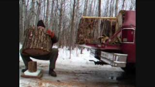 getlinkyoutube.com-makin firewood large firewood load in chevy truck
