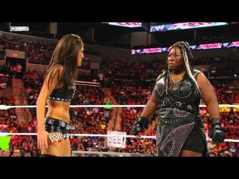 Raw: Kelly Kelly vs. Brie Bella