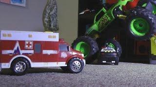 getlinkyoutube.com-POLICE SQUAD VS MONSTER TRUCK MAYHEM! Toy Cars ACTION!