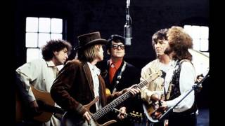 getlinkyoutube.com-The Traveling Wilburys // Handle With Care (1988)