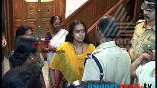 Shalu Menon arrested in Solar Scam case: Exclusive footage - Asianet News ശാലു മേനോന്