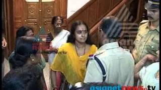 getlinkyoutube.com-Shalu Menon arrested in Solar Scam case: Exclusive footage - Asianet News ശാലു മേനോന്